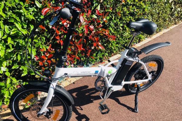 Un vélo à assistance électrique pliant unique qui va faire tourner des têtes à La Baule !