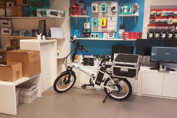 A Nantes, un  Vélo a Assistance Electrique dédié à un réparateur informatique pro réalisé  par Sun City Nantes